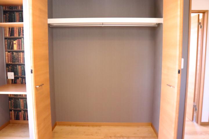 寝室 クローゼット施工事例のサムネイル