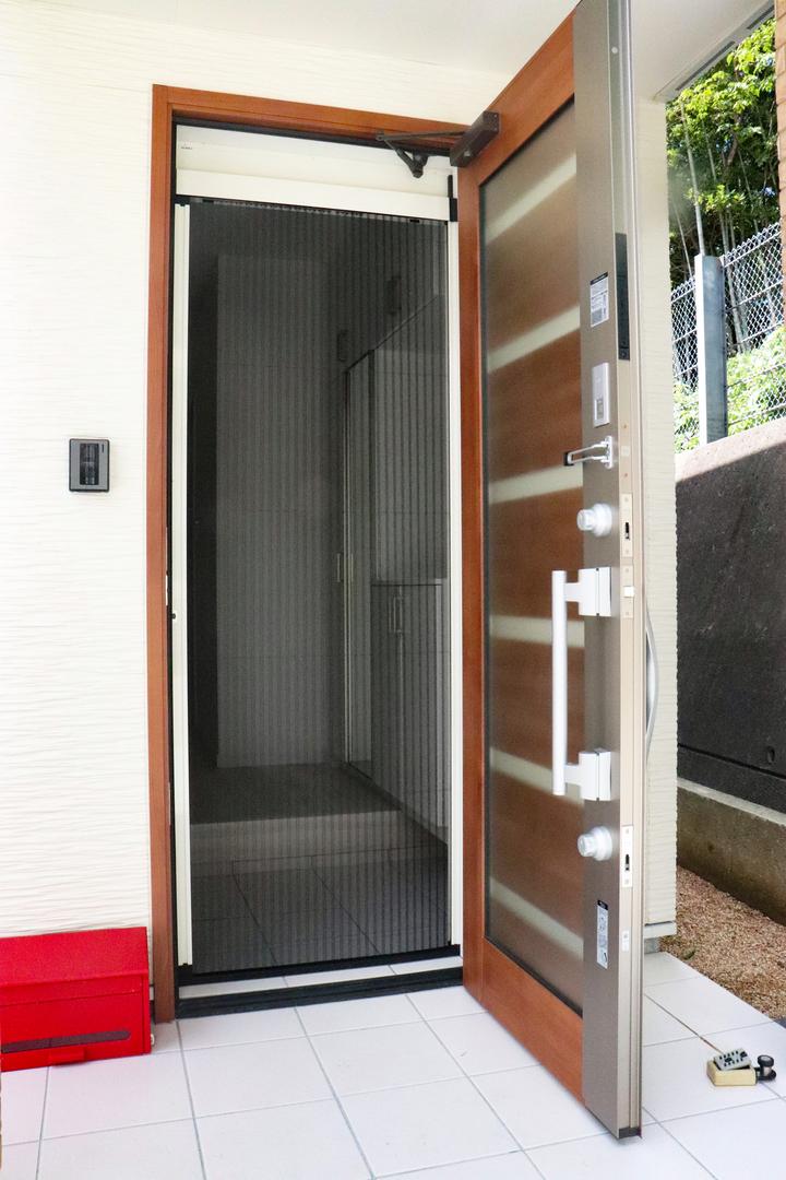 玄関ドア網戸 施工事例のサムネイル