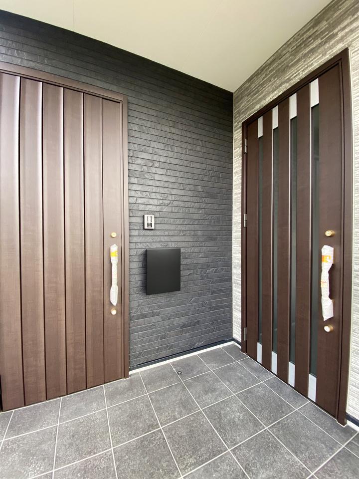 二世帯玄関ドア 施工事例のサムネイル