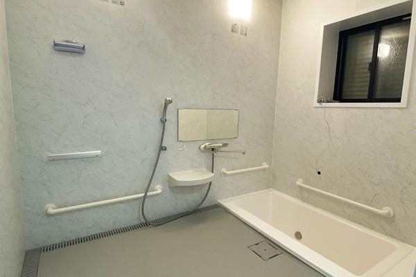 お風呂(バリアフリー設計)